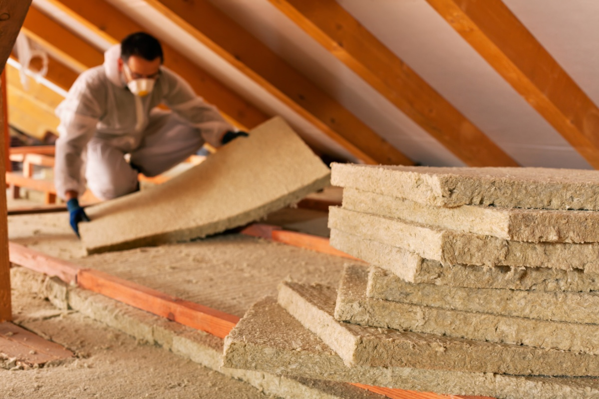 Keeping your home warm. How does insulation work?