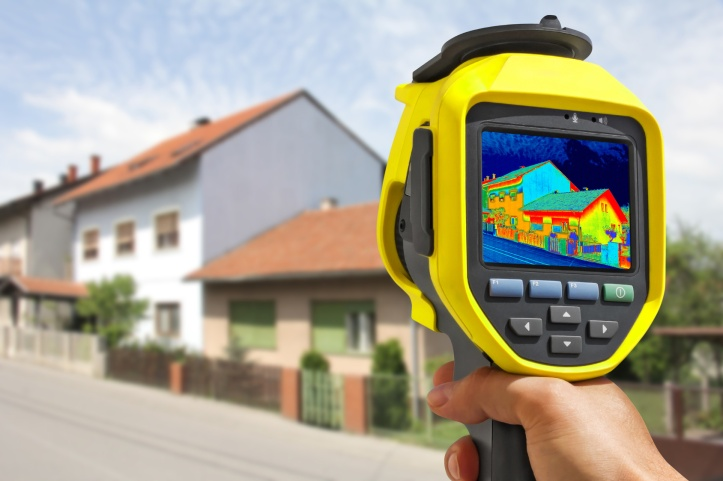 Recording Heat Loss at the House With Infrared Thermal Camera