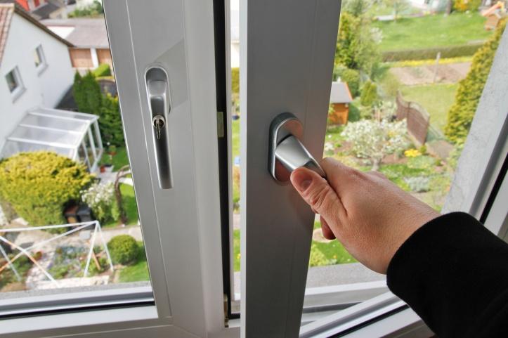 Dreh Fenster mit Hand